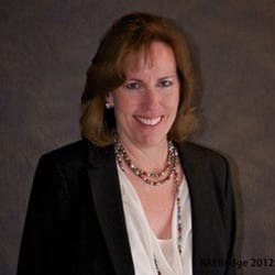 Headshot of Coaching World contributor Julie Elledge